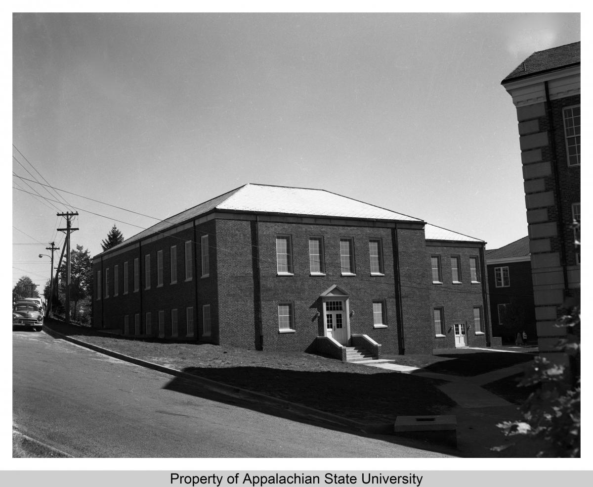 D.D. Dougherty Library building